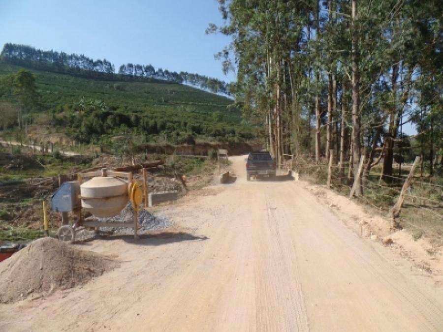 Prefeitura faz ampliação de ponte entre Alto Caparaó e o córrego do José Pedro